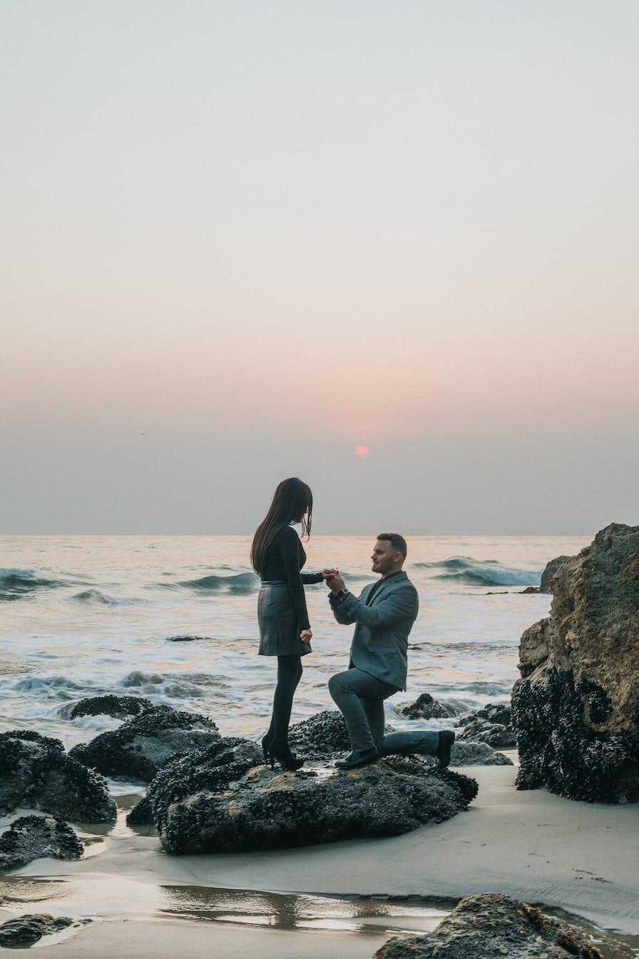 14 Unforgettable Beach Proposal Ideas