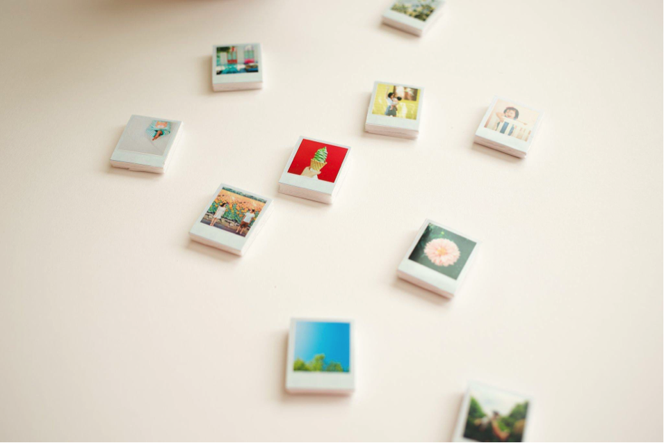 Mini polaroid magnet wedding favor