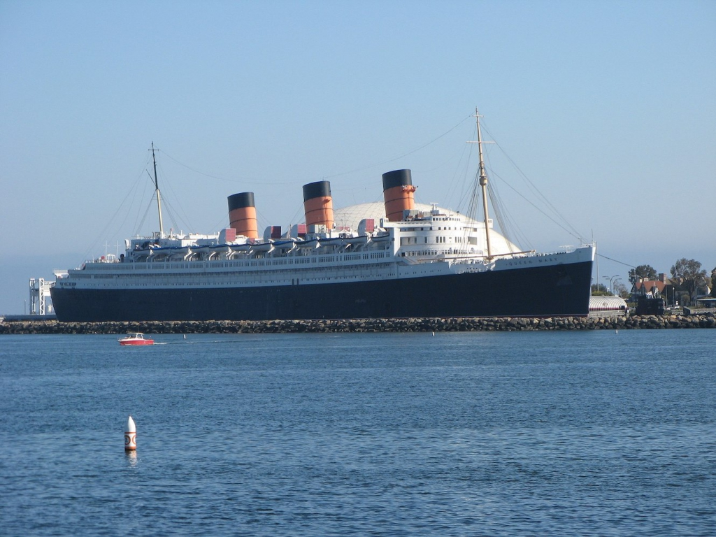 the queen mary ship and hotel docked at long beach
