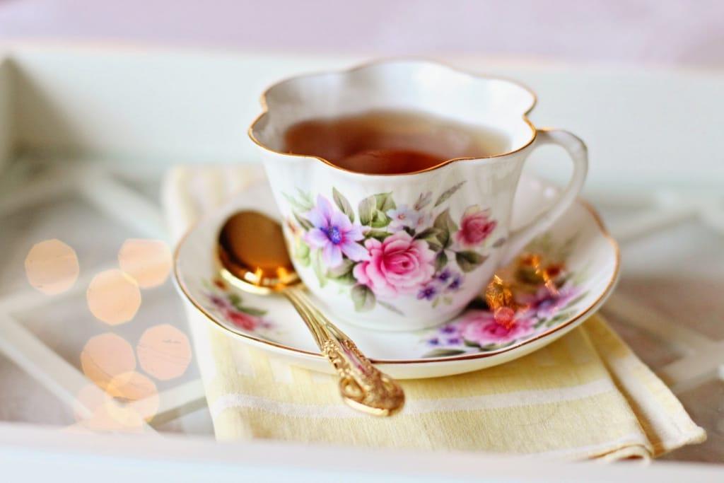 Bridal shower decoration ideas: Mixed tea cups