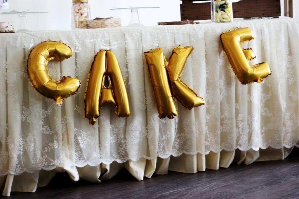 Bridal shower decoration ideas: Balloon letters
