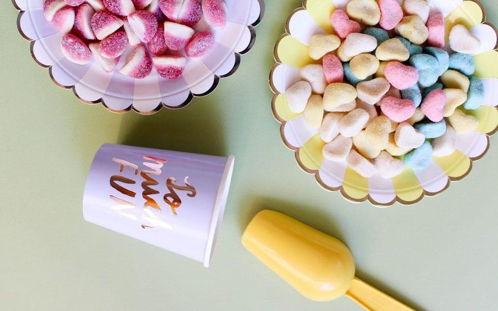 Bridal shower decoration ideas: Candy bar