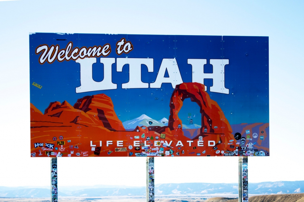 welcome to utah sign as proposal setting