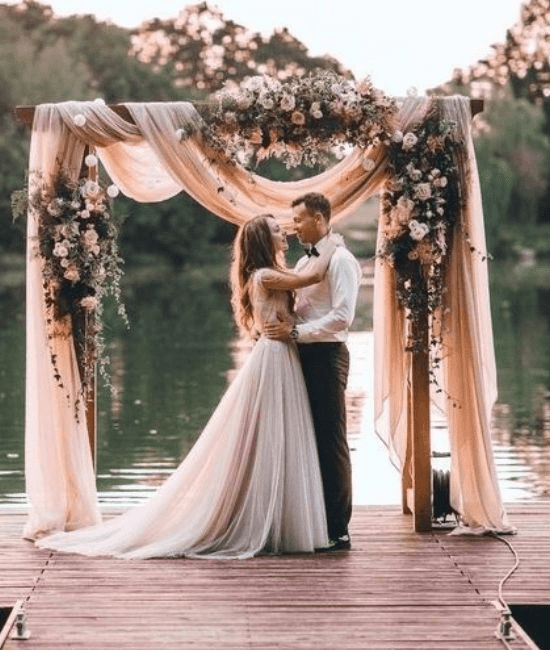 Wedding couple with peachy pink hues