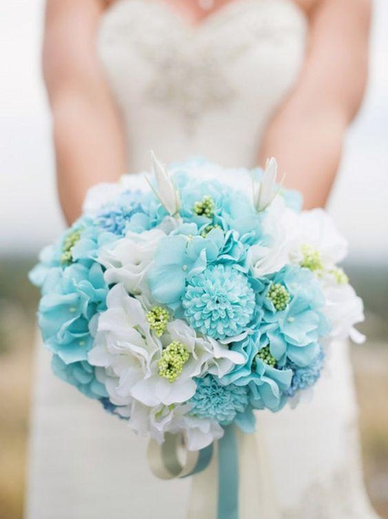 Spring wedding colors: Aqua and white