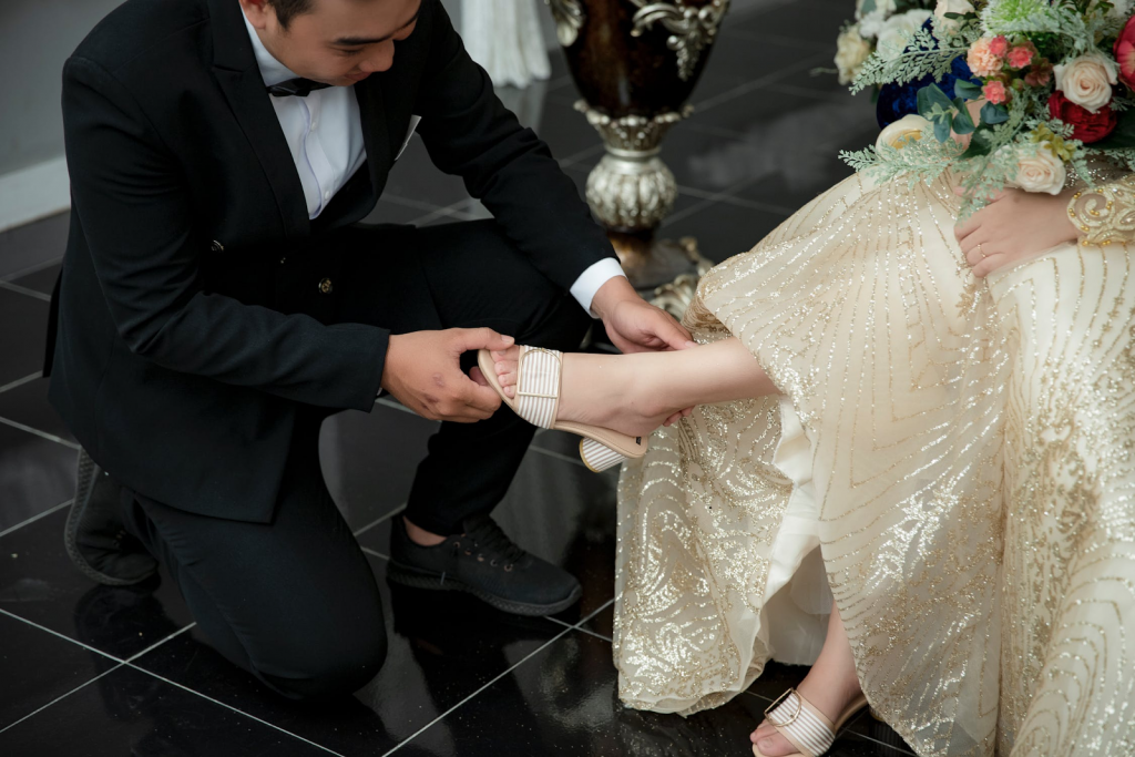 Bride and groom in gold winter wedding colors