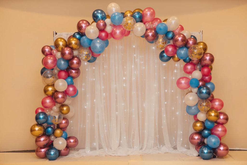 Bridal shower decoration ideas: balloon arch