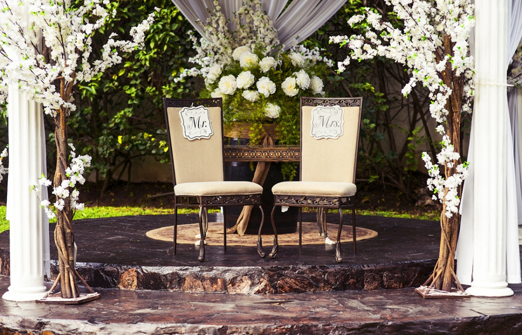 Wedding ceremony ideas: chairs